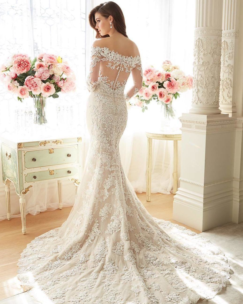 Wedding dress this piece definitely displays a glamorous for Wedding dress display at home