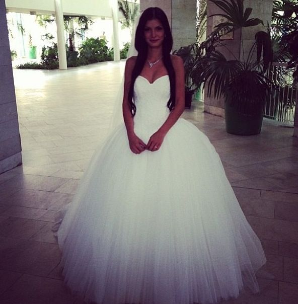 Ball Gown Wedding Dresses For Bride : I usually don\'t like puffy ...