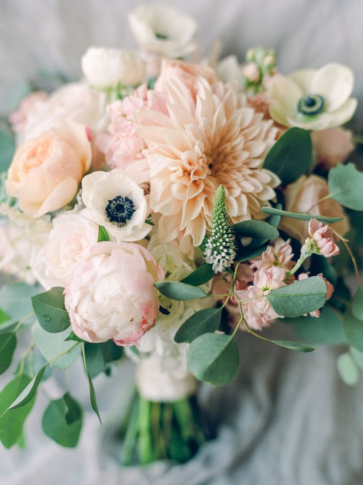 Bouquet Sposa 2018 Peonie.Wedding Bouquets Inspiration Rustic Elegant Anemone Peony And