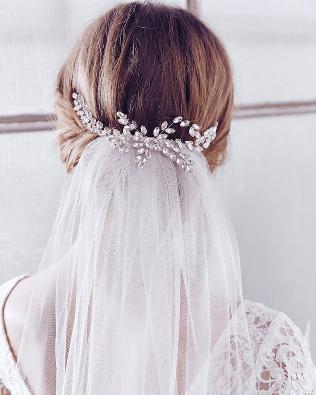 Wedding Dress : @AnnaCampbellBridal // Amazing details on this ...